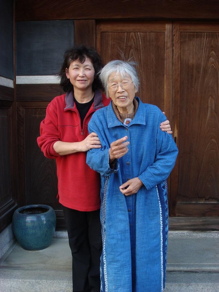 2010年11月26日奈良岡本邸前にて